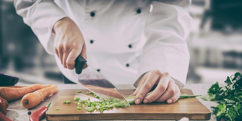 Cuțitul, cea mai importantă unealtă din bucătăria ta. Cum îl alegi pe cel potrivit